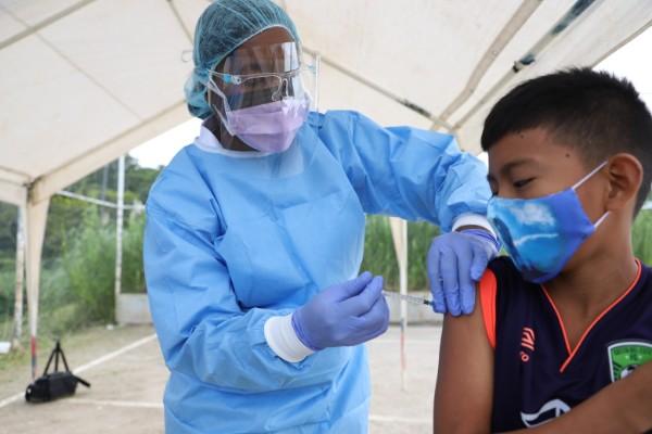 La jornada de vacunación rebasó las expectativas en cuanto a la captación de casos, reiterando que ello evidenció el atraso en los esquemas de vacunación del poblado Cristal en Loma Cová.
