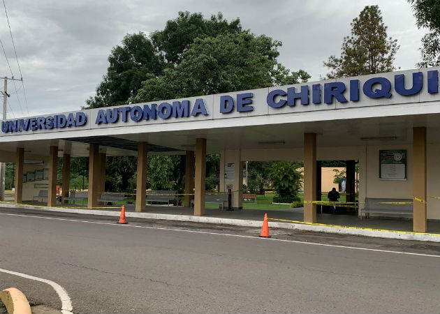 Etelvina de Bonagas dijo que profesores titulares también recibieron aumentos. Fotos: José Vásquez.
