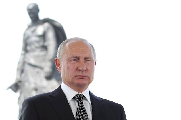 El presidente ruso, Vladímir Putin, llamó hoy a los ciudadanos a votar en el plebiscito constitucional del que depende que él pueda presentarse a la reelección en 2024, algo que le impide la actual Carta Magna.
