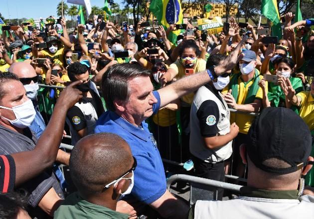 El presidente de Brasil Jair Bolsonaro ignora recomendaciones de protección personal. Foto / Evaristo Sa/Agence France-Presse — Getty Images.