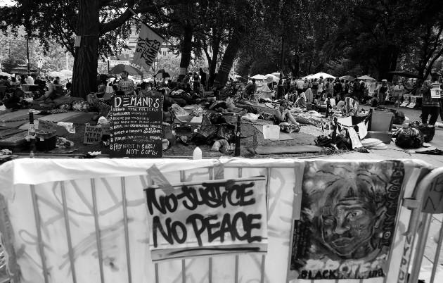 Protesta en Nueva York, en rechazo por el abuso policial, la discriminación racial y en demanda de la igualdad de derechos y oportunidades. Foto: EFE.