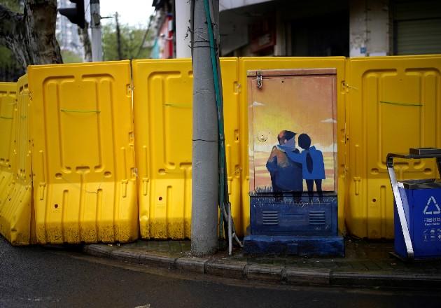 Los divorcios en Wuhan, China, donde se originó el virus, se han duplicado desde el brote. Una barricada ahí. Foto / Aly Song/Reuters.