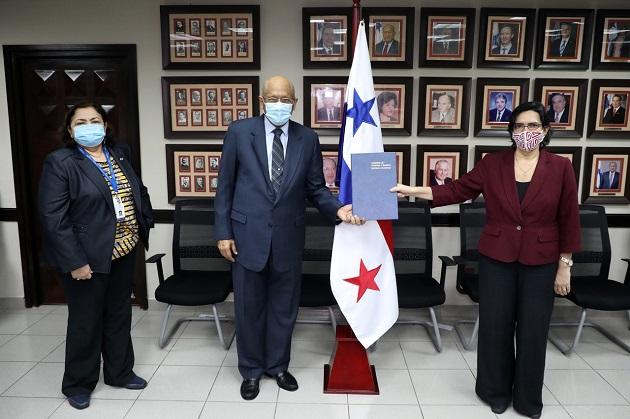 Verónica Zavala reiteró el apoyo del organismo internacional a Panamá en sectores como las micro, pequeña y mediana empresa. Foto/Cortesía