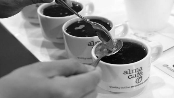 En Panamá, el consumo de café es parte de nuestra cultura, es el legado, esfuerzo y perseverancia de diversas familias emprendedoras y de asociaciones de productores para desarrollar el cultivo. Foto: EFE.