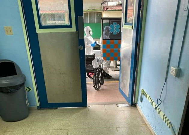 Los pacientes fueron trasladados a la sala 2, según las autoridades del hospital. Fotos: Diómedes Sánchez S.