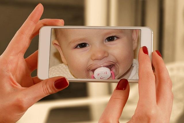 En Francia hay una legislatura que prohíbe la publicación de fotografías de menores de edad en las redes sociales. Foto: Ilustrativa / Pixabay