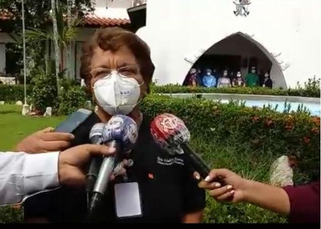 Imagen de archivo de la Dra. Gladys Novoa haciendo declaraciones a medios de prensa. Fotos: José Vásquez/Archivo.