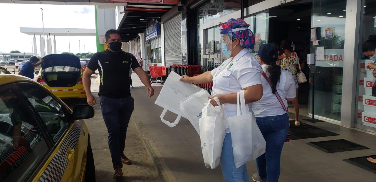 La Ley 1 de 19 enero de 2018 promueve el uso de bolsas reutilizables en comercios minoritas y mayorista en el territorio nacional.