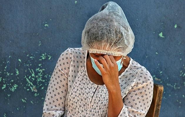 El dolor de cabeza es uno de los síntomas más comunes de la COVID-19.