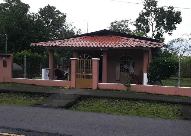La pareja fue encontrada en uno de cuartos de esta vivienda en La Mata. Fotos: José Vásquez.