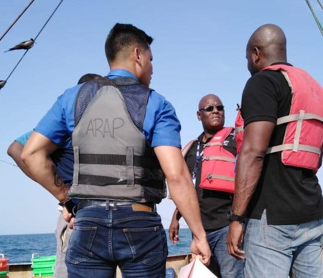 Este centro de seguimiento pesquero de la ARAP, trabaja en coordinación con el Centro de Monitoreo de la Autoridad Marítima de Panamá, con el Servicio Nacional Aeronaval (SENAN) y con la Policía Nacional, quienes son el soporte para hacer las detenciones de los buques.