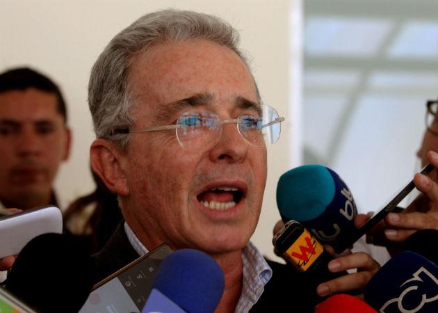 Uribe responde al proceso penal en la Corte Suprema por tener fuero de senador. Fotos: Archivo/Ilustrativa.
