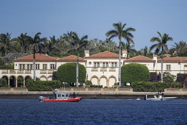 Ni el presidente ni su familia estaban en Mar-a-Lago, en Palm Beach, ciudad ubicada unos 100 kilómetros al norte de Miami, el día en que los jóvenes saltaron el muro.