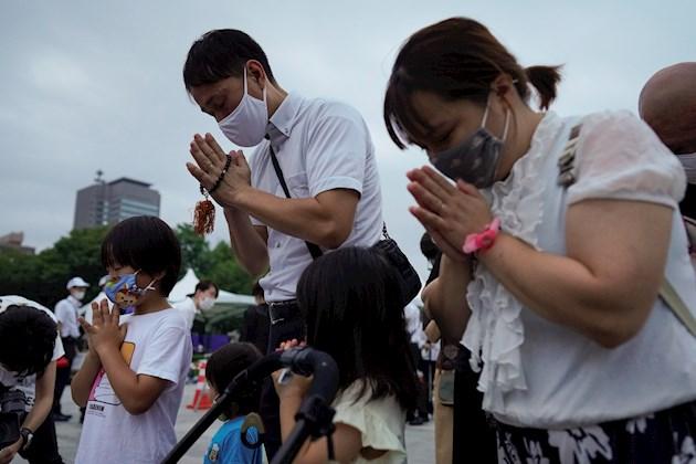 El temor de Kiwamu de que las nuevas generaciones olviden lo ocurrido es compartido por muchos supervivientes de la bomba atómica, que superan los 83 años como media de edad.