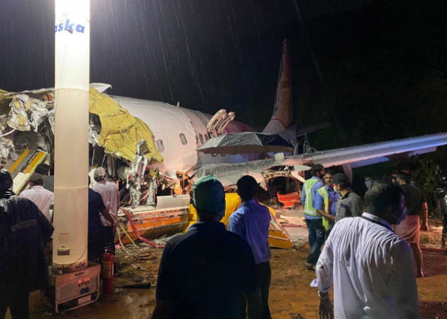 Imagen del accidente aéreo suministrada por la Defensa Civil de la India. Fotos. EFE.