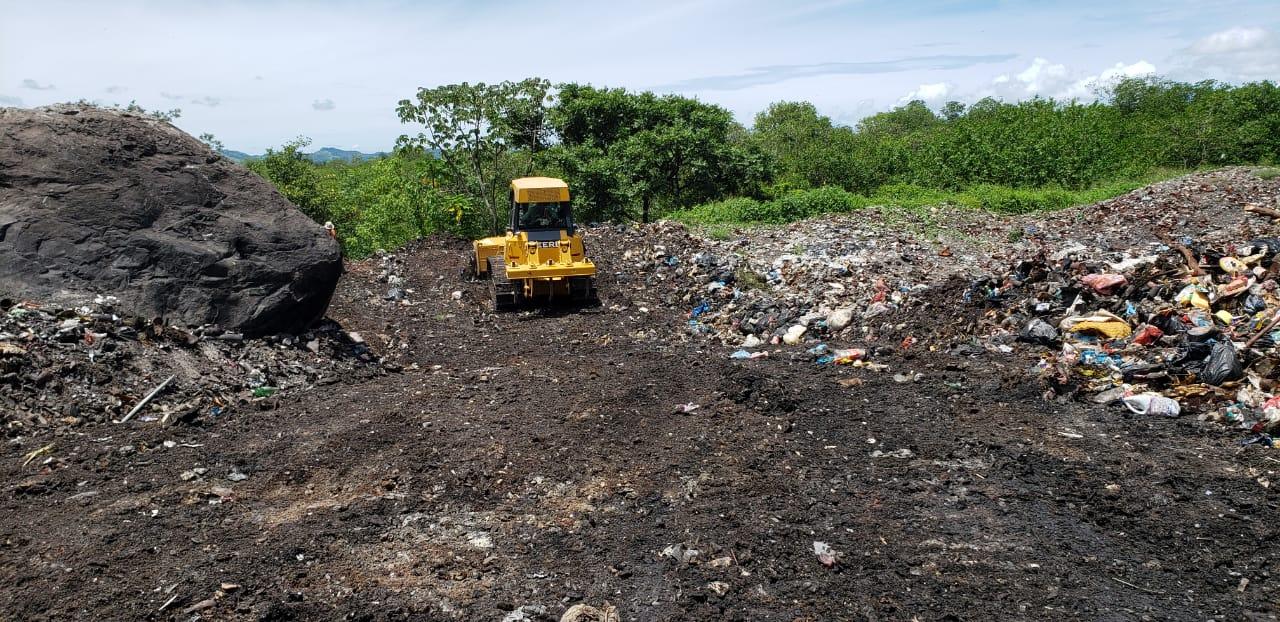 Los miles de desechos depositados en estos vertederos no reciben ningún tipo de tratamiento, para evitar que sean hurgados por los pepenadores.