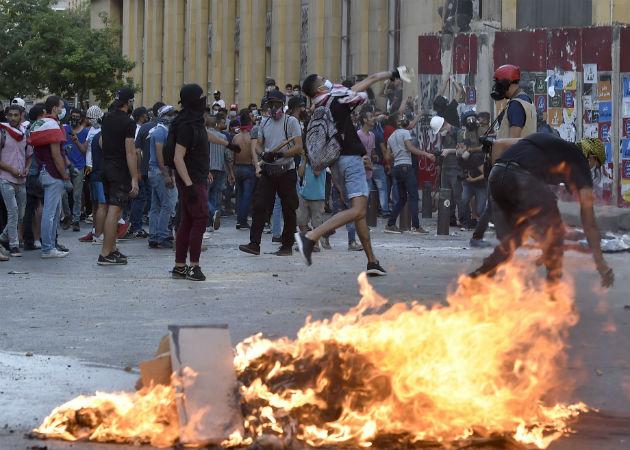 Libaneses han salido a las calles para protestar tras la explosión del pasado martes en Beirut. Fotos: EFE.