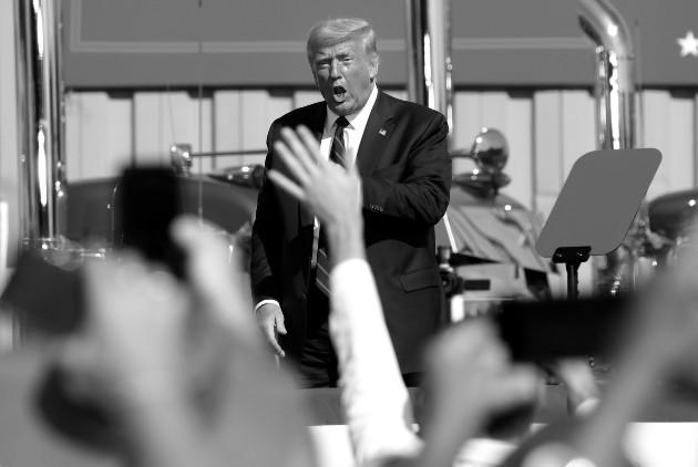 Donald Trump en un acto de su campaña de reelección presidencial. En las elecciones del 3 de noviembre, Estados Unidos se juega su democracia. Su resultado impactará al mundo como nunca antes. Foto: EFE.