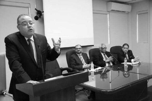Participación del constitucionalista Sebastián Rodríguez Robles, en una mesa redonda, en materia constitucional, en el Órgano Judicial, el 11 de septiembre de 2015. Foto: Cortesía.