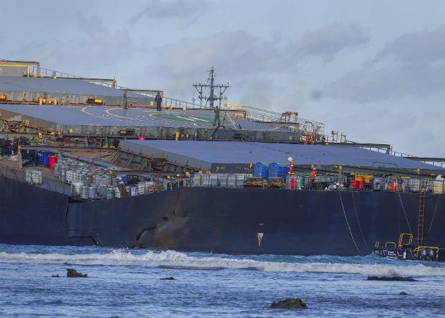 El petróleo vertido iba en el granelero japonés accidentado MV Wakashio, de bandera panameña. Fotos: Archivo/Ilustrativa.