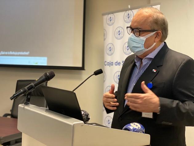 El director de la CSS dijo que mientras no exista un tratamiento específico, ni inmunidad de rebaño o aparezca una vacuna las personas tendremos que seguir viviendo con el virus.