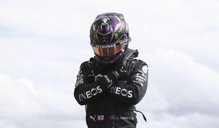 Lewis Hamilton cubrió los 7.004 metros de la mítica pista belga en un minuto 43 segundos y 255 milésimas. EFE