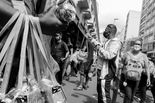 La ayuda gubernamental es de $100.0 al mes por hogar, lo que contrasta con el costo mensual de la canasta básica alimenticia que es de $ 305.9, para los distritos de Panamá y San Miguelito. Foto: EFE.