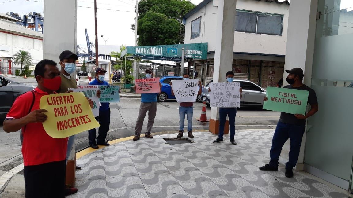 Familiares de Almanza han alegado siempre que es inocente, incluso han protagonizado caminatas y apostado con pancartas frente a SPA en Colón. Fotos: Diómedes Sánchez S.
