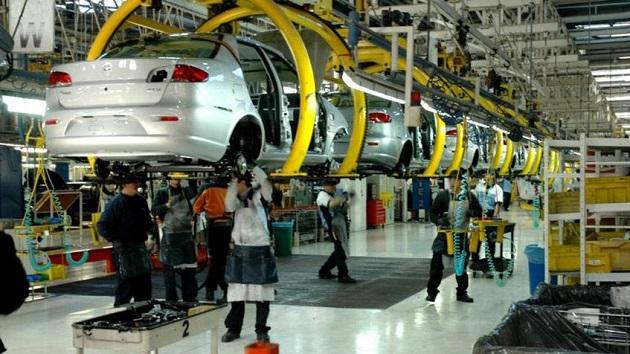 La producción de la industria se desplomó un 9,3 % en marzo frente a febrero y un 19,5 % en abril en comparación con el mes anterior. EFE
