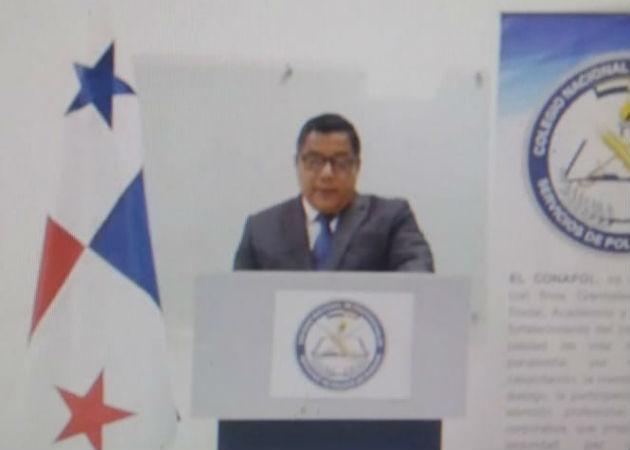 El comisionado Irving Muñoz juramentó virtualmente como primer presidente de Conapol. Fotos: Cortesía.