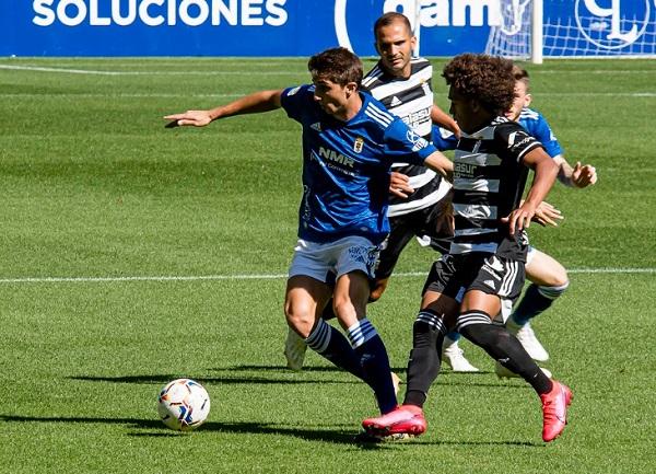 'Coco' Carrasquilla (der.) del Cartagena en el partido ante Real Oviedo. Foto: FC Cartagena