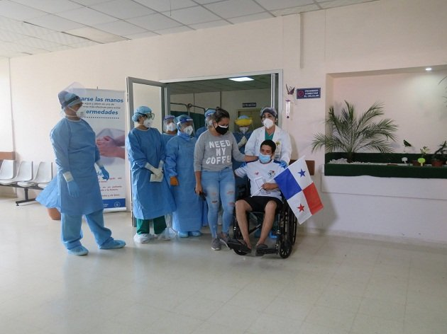 Franklin Sánchez, pudo regresar con su familia, después de haber pasado más de 10 hospitalizado por causa de la COVID-19. FOTO/ERIC MONTENEGRO