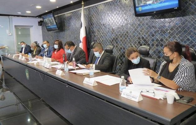 La diputada Kayra Harding preside la Comisión de Infraestructura Pública y Asuntos del Canal de la Asamblea Nacional.