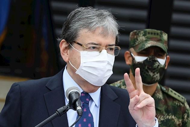 La muerte de Ordóñez desató una ola de protestas en varios lugares del país que los pasados miércoles y jueves dejaron 13 muertos, diez de ellos en Bogotá y tres en la vecina localidad de Soacha, de las cuales se responsabiliza también a la Policía por haber disparado para contener los actos vandálicos en los que degeneraron las manifestaciones.
