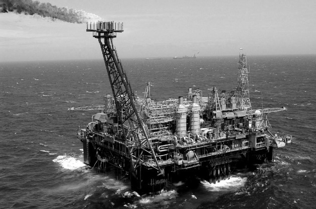 Una plataforma petrolera frente a la costa de Río de Janeiro, Brasil. Foto: EFE.