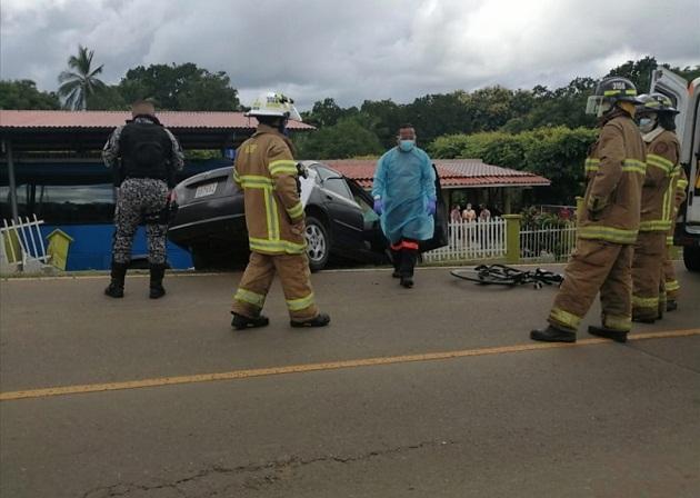Los ciclistas fueron embestidos por un auto en la vía que conduce de El Carate a Las Tablas, Foto/Thays Domínguez