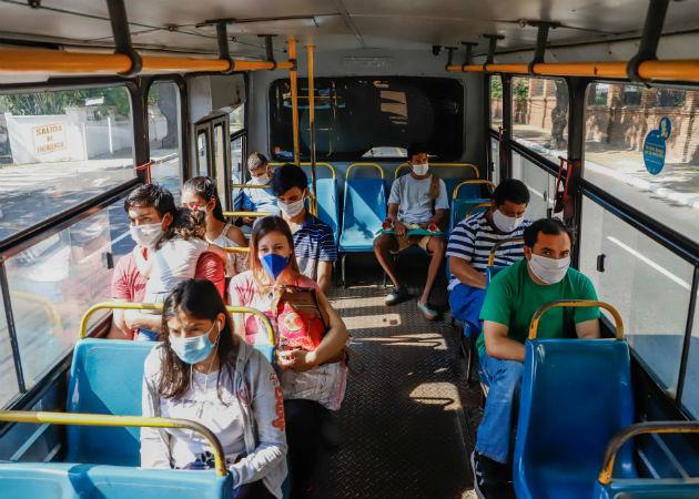 La lámpara Care 22 tiene potencial para desinfectar espacios con mucha gente como el transporte público. Fotos: Archivo/Ilustrativa.