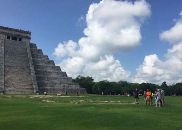 Turistas en la reapertura de la zona arqueológica de Chichén Itzá en Yucatan. Fotos: EFE.