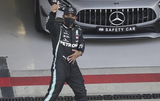 Hamilton firma una brillante temporada.