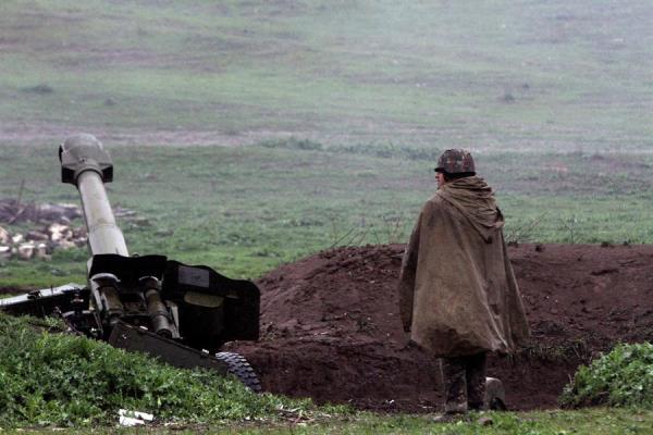 Armenia y Azerbaiyán se encuentran en estado de guerra desde 1991, si bien tres años después firmaron un alto el fuego, vigente hasta hoy día aunque con violaciones denunciadas por ambas partes. FOTO/EFE