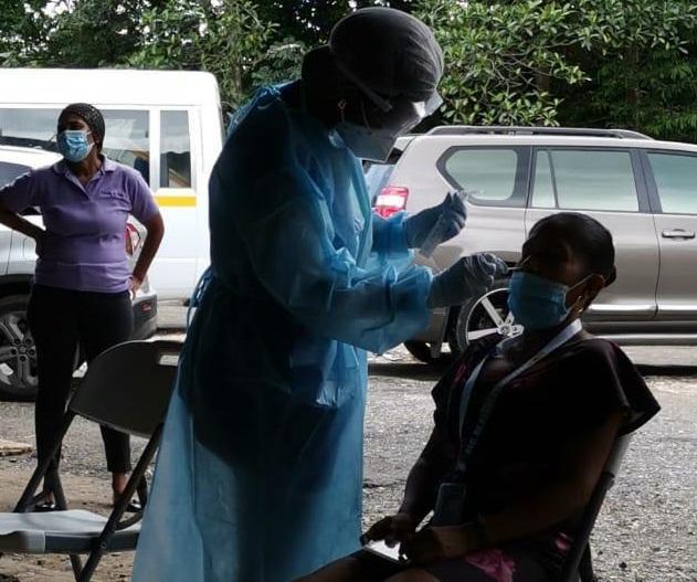 En la provincia de Colón, las autoridades de salud han intensificado las medidas y se realizan más hisopados. Foto/Diomedes Sánchez