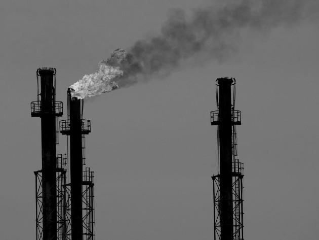 El colapso de los precios del petróleo socavará la competitividad de las fuentes de energía alternativas más limpias. Foto: EFE.