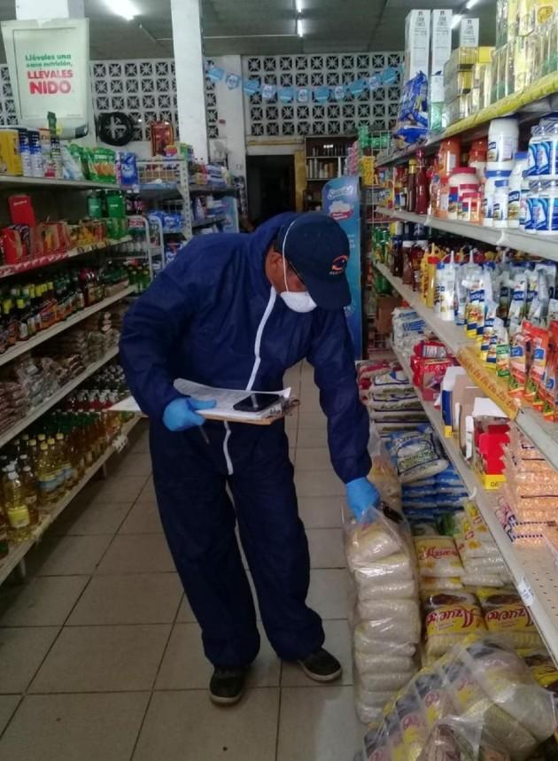 Los comerciantes deben verificar esa fecha y retirar los productos que estén muy próximos a expirar.