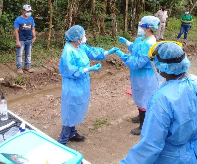 En Penonomé los equipos de respuesta rápida siguen trabajando en las comunidades rurales y se trasladaron a Palmilla, corregimiento de Chiguirí Arriba, para realizar pruebas.