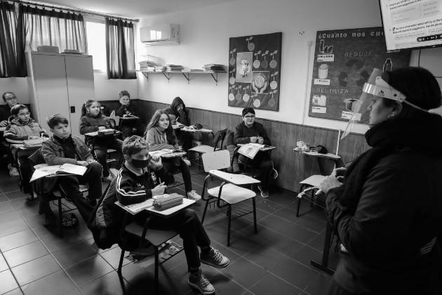 Los docentes pueden definirse como gerentes, dado que necesitan desarrollar varios procesos de gestión para poder impartir una sesión académica exitosa y cumplir sus objetivos de enseñanza-aprendizaje. Foto: EFE.