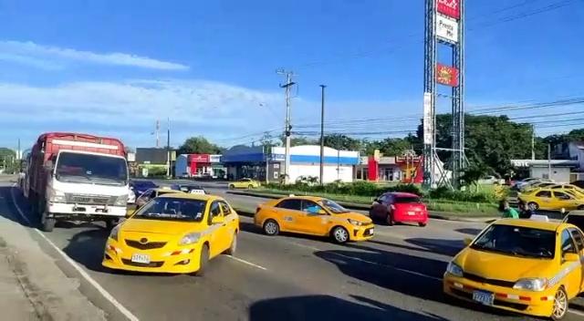 Los trabajadores del volante cerraron las vías en Veracruz, para llamar la atención de la ATTT.