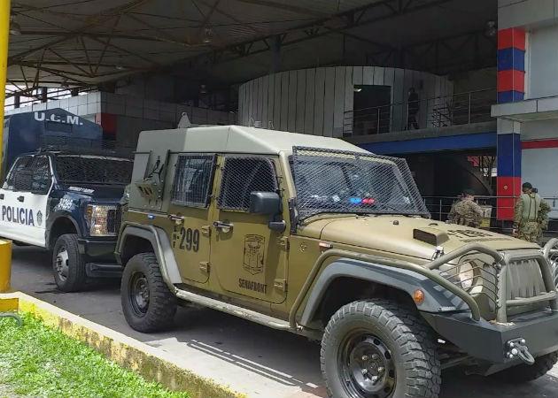 La Policía de Fronteras de Panamá se mantiene apostada en Paso Canoas. Fotos: Mayra Madrid.