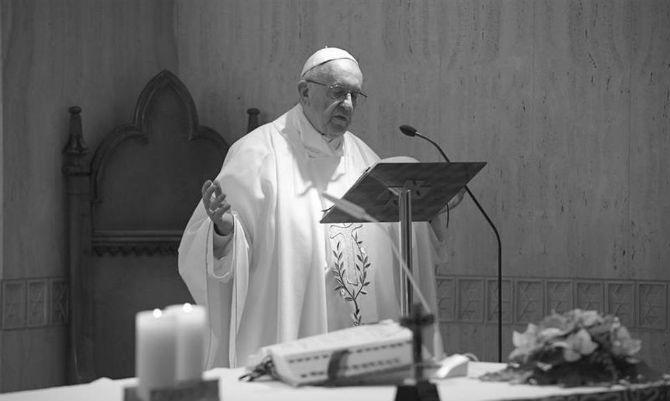 El papa aborda los temas de las ideologías, el coronavirus, las fronteras, los emigrantes, el capitalismo de libre mercado, el populismo y las religiones al servicio de la fraternidad. Foto: Archivo.