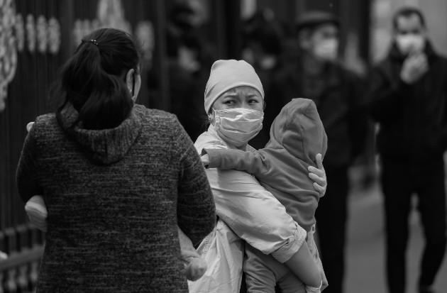 Se vislumbra una caída de la cantidad de hijos entre la población urbana durante la etapa pospandemia, producto de la informalidad de la ocupación. Foto: EFE.