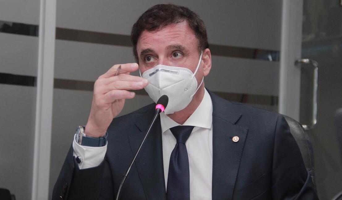 Contralor Gerardo Solís.